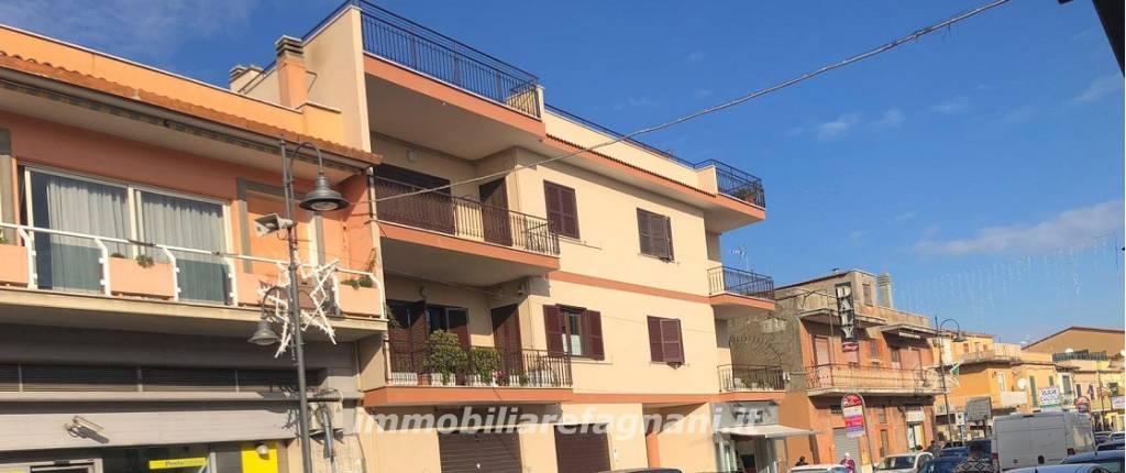 Appartamento in buone condizioni parzialmente arredato in affitto Rif. 8805090