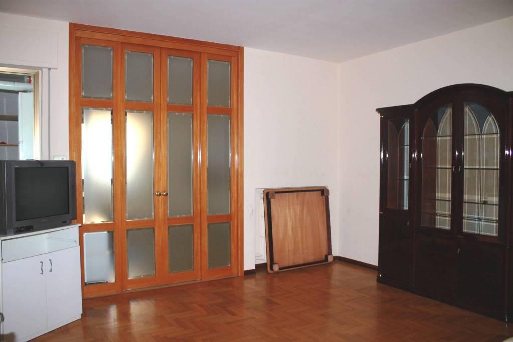 Appartamento in buone condizioni in vendita Rif. 8802948
