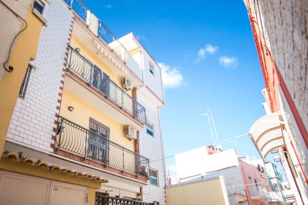 Appartamento in buone condizioni in vendita Rif. 8816225