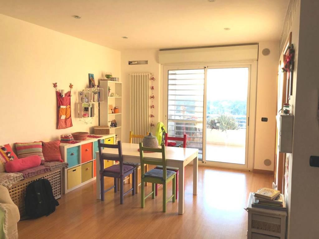 Appartamento in ottime condizioni in affitto Rif. 8815186