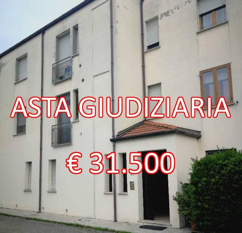 Appartamento in buone condizioni in vendita Rif. 8816035