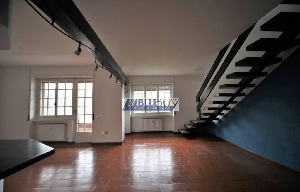 Appartamento in buone condizioni in affitto Rif. 8815167