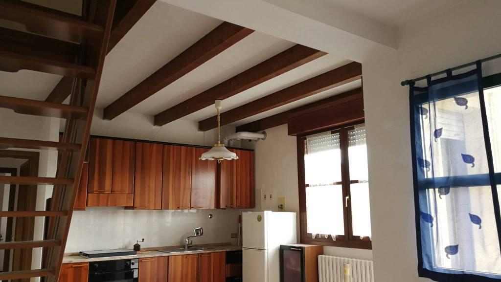 Appartamento in buone condizioni in vendita Rif. 8818683