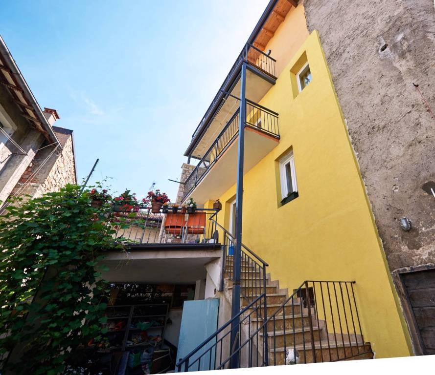 Appartamento in ottime condizioni parzialmente arredato in vendita Rif. 9143330