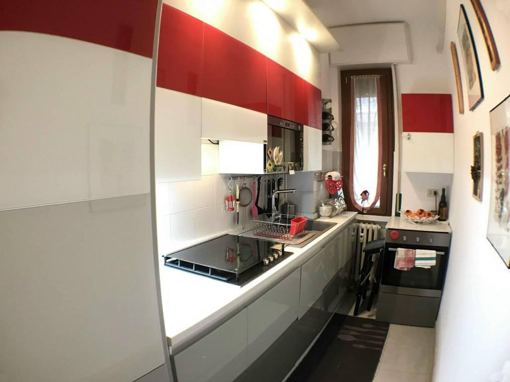 Appartamento in buone condizioni parzialmente arredato in vendita Rif. 8815308