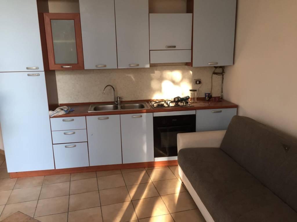Appartamento in buone condizioni arredato in affitto Rif. 8817355