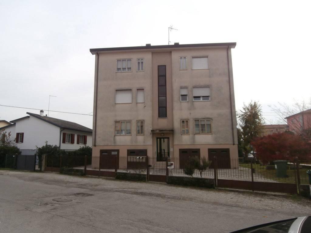 Appartamento in buone condizioni in vendita Rif. 8816828