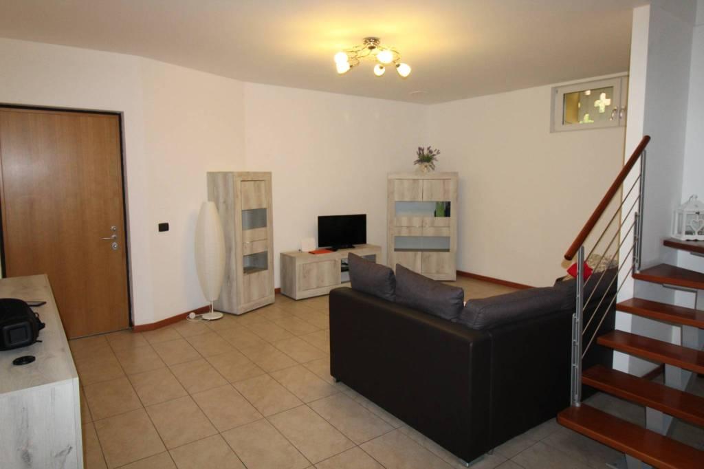 Appartamento in ottime condizioni parzialmente arredato in vendita Rif. 8819268