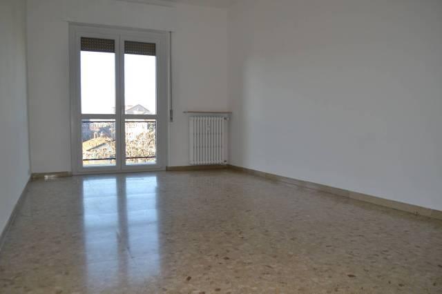 Appartamento in buone condizioni in affitto Rif. 7027608