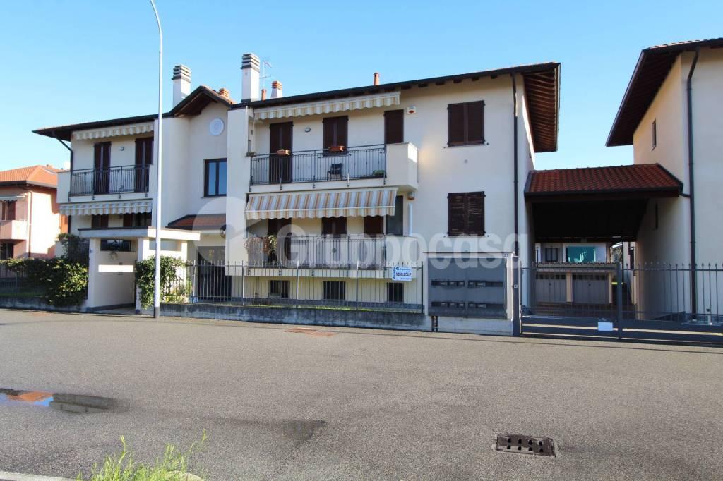 Appartamento in buone condizioni arredato in vendita Rif. 8813958