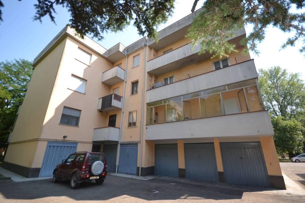 ampio appartamento al piano intermedio