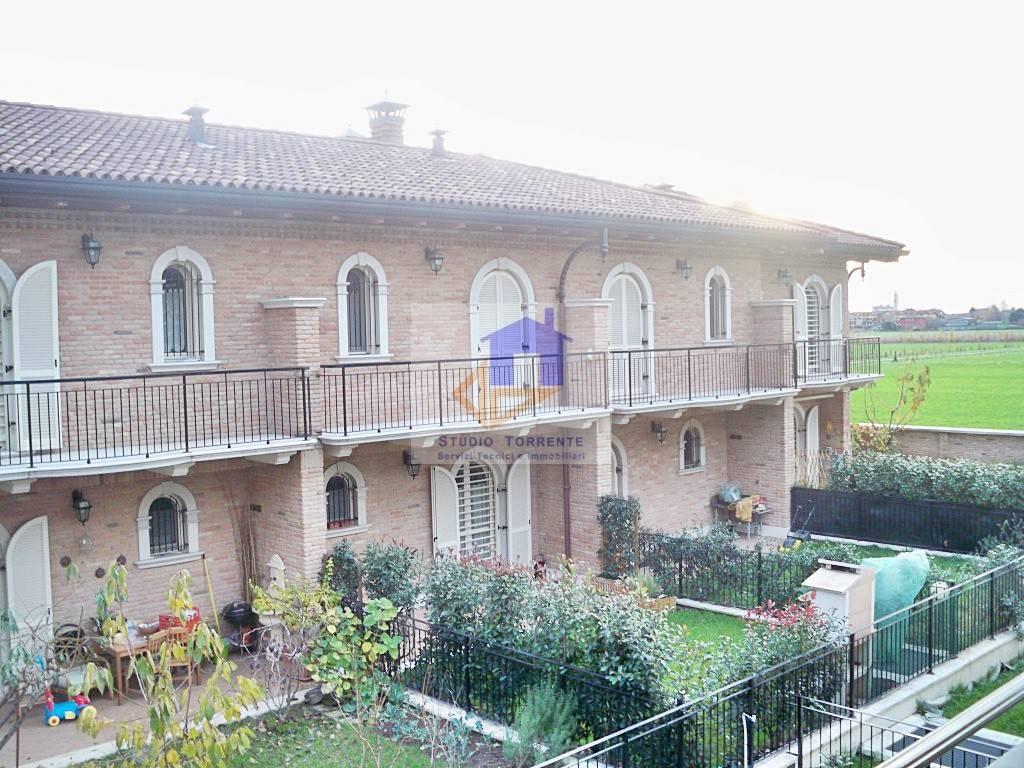 Villetta a schiera in ottime condizioni arredato in vendita Rif. 8814809