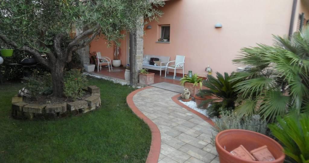 Appartamento in ottime condizioni in vendita Rif. 8816090