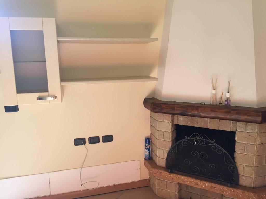 Appartamento in ottime condizioni arredato in vendita Rif. 8814040