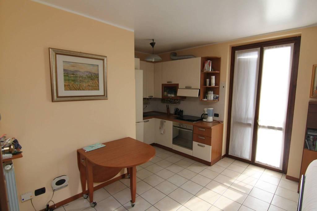 Appartamento in ottime condizioni in vendita Rif. 8816938