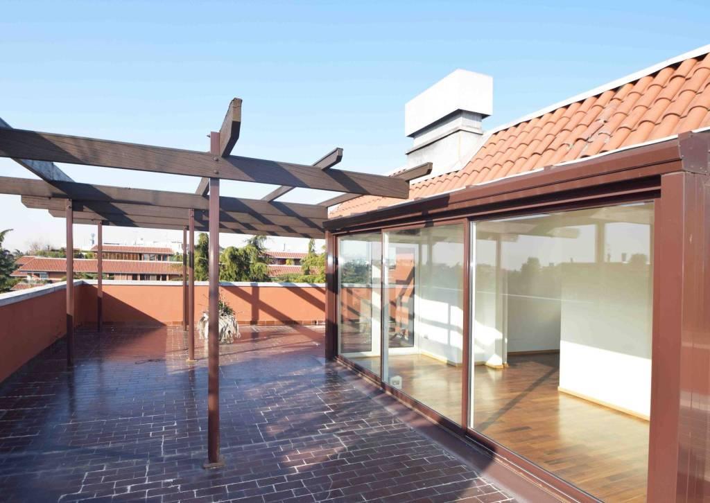 Appartamento in ottime condizioni parzialmente arredato in affitto Rif. 8819619