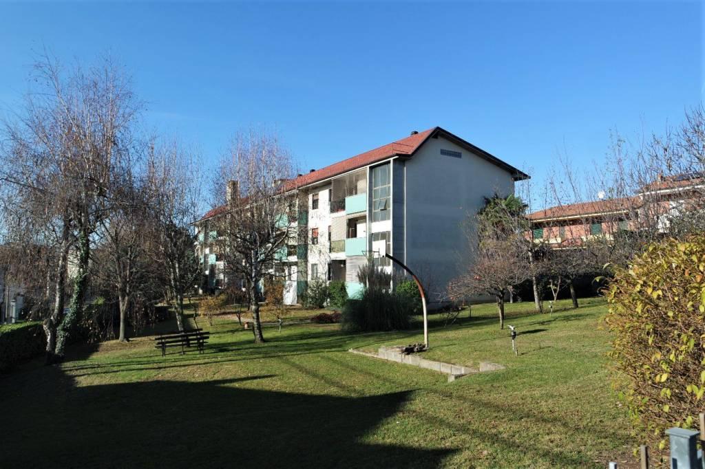 Appartamento in buone condizioni in vendita Rif. 8817586