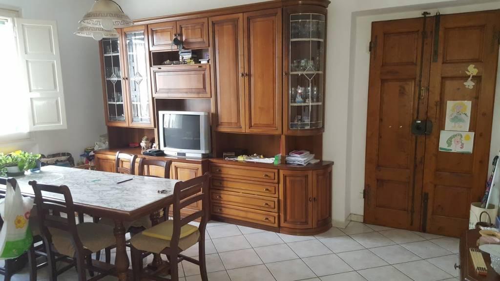 Appartamento in buone condizioni in vendita Rif. 8816888