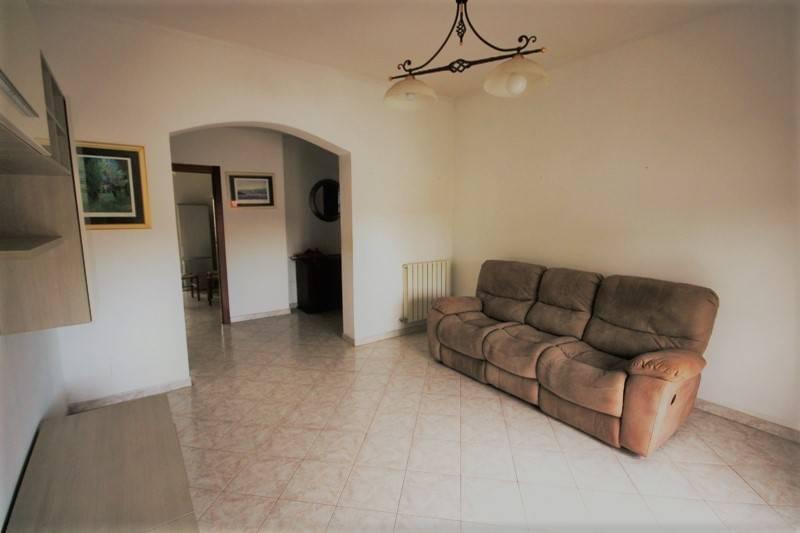 Appartamento in buone condizioni in vendita Rif. 8814846