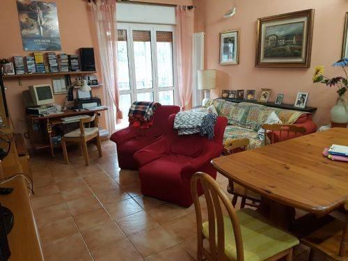 Appartamento in buone condizioni in vendita Rif. 8815896
