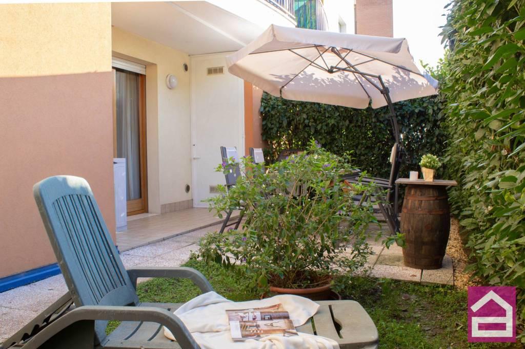 Appartamento in ottime condizioni parzialmente arredato in vendita Rif. 8819591
