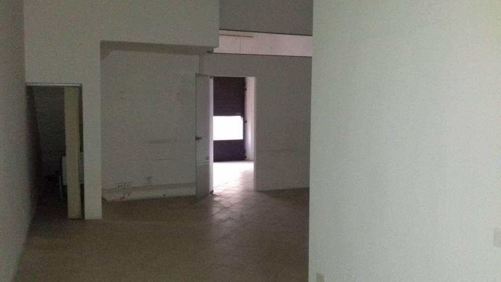 """prato est """"montegrappa"""" fondo commerciale 70mq con 1 vetrina Rif. 8816412"""