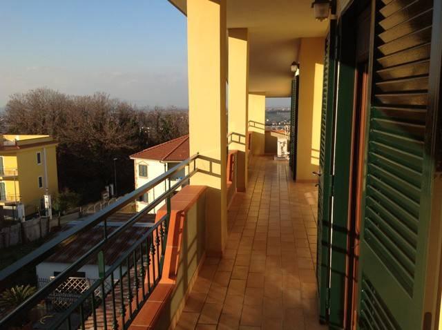 Attico / Mansarda in affitto a Pozzuoli, 5 locali, prezzo € 800   CambioCasa.it