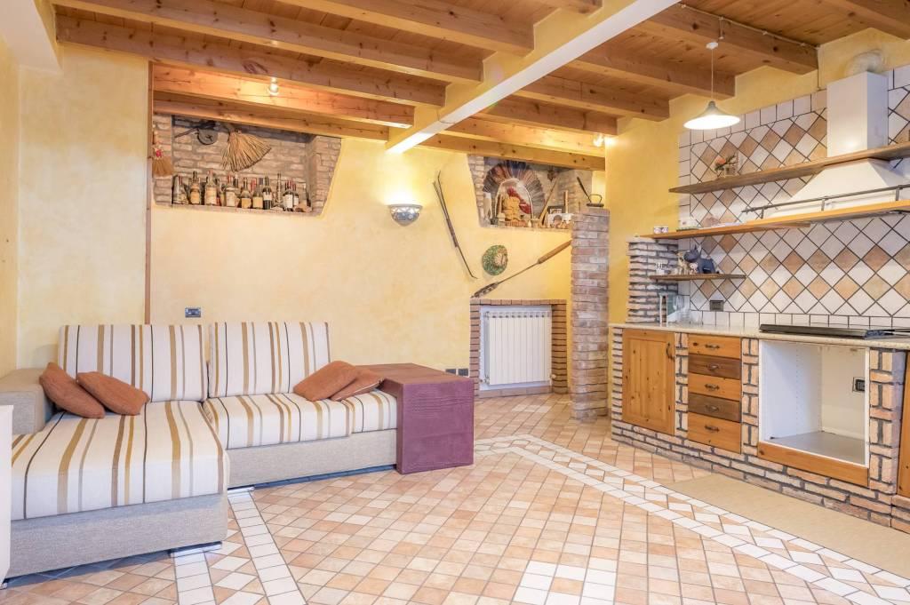 Appartamento in ottime condizioni in vendita Rif. 8818012