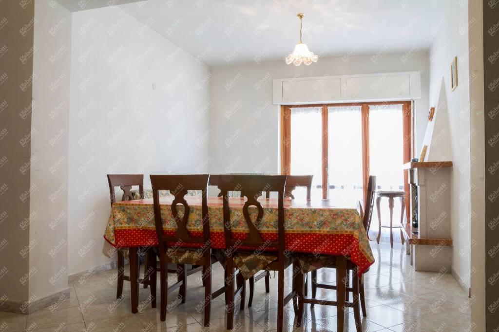 Appartamento in buone condizioni in vendita Rif. 8776431