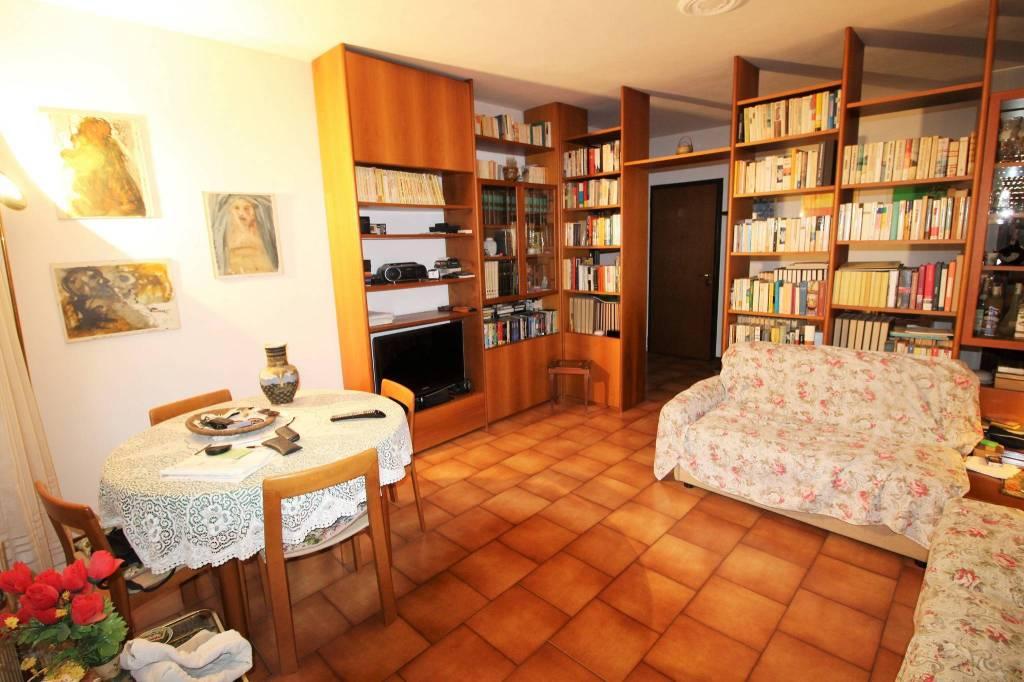 Appartamento in buone condizioni in vendita Rif. 8817425