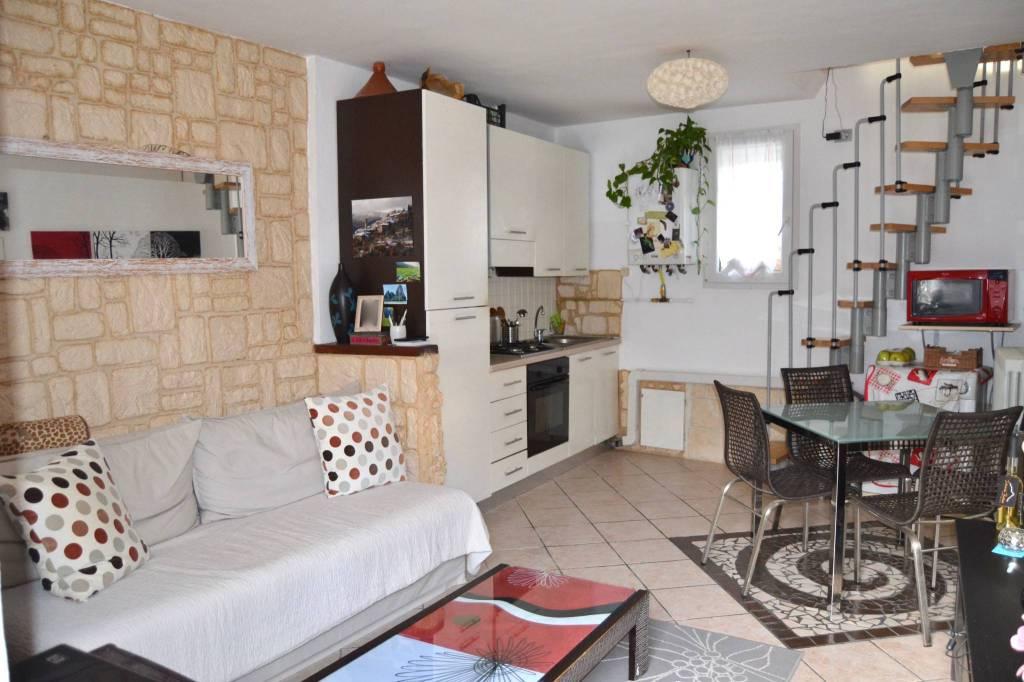 Casa Indipendente in ottime condizioni in vendita Rif. 8818376