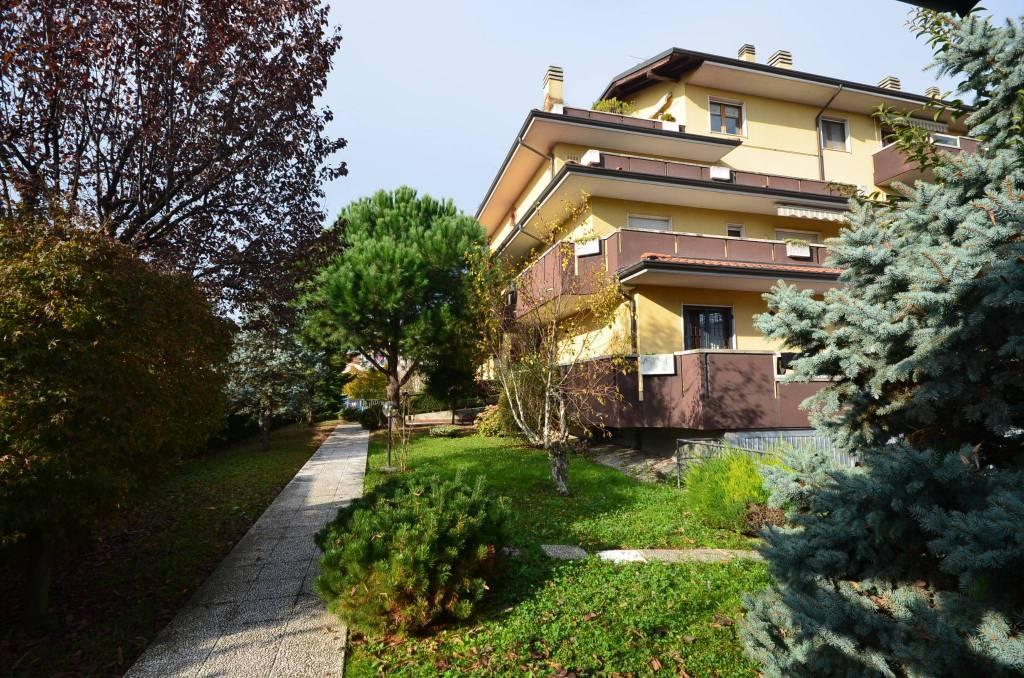 Appartamento in ottime condizioni in vendita Rif. 8815595