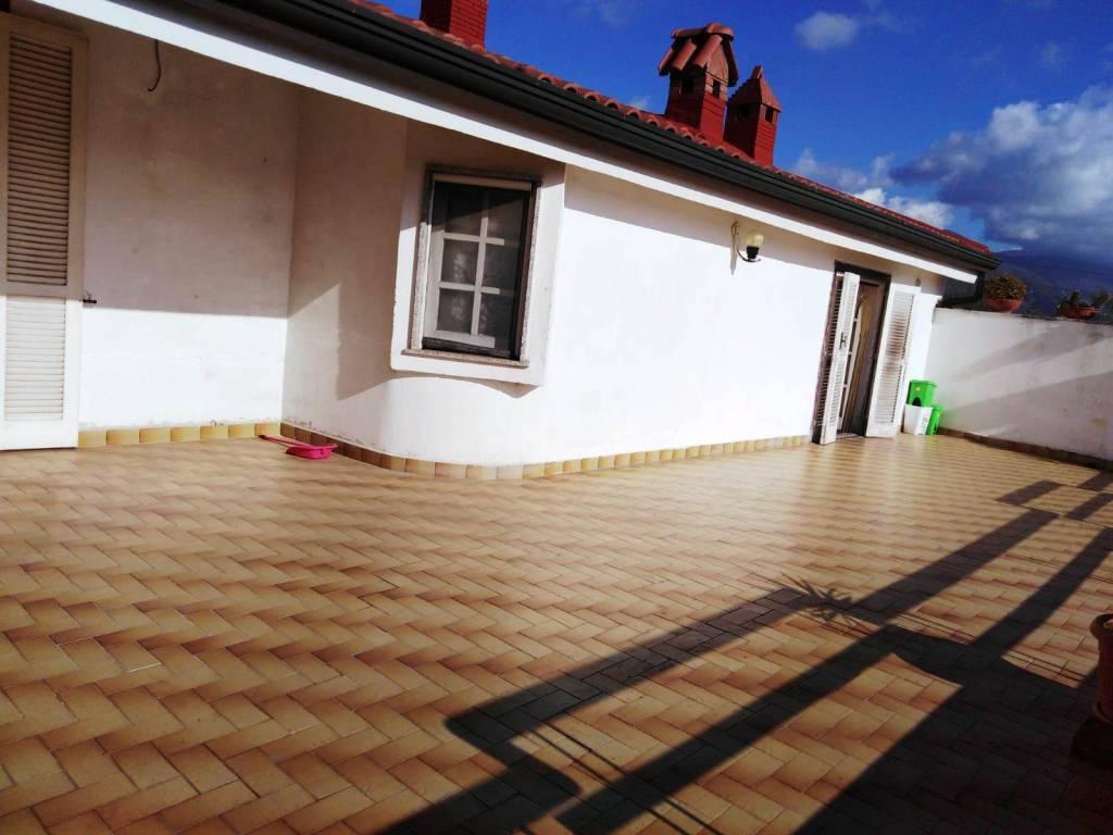 Appartamento in buone condizioni in affitto Rif. 8817478