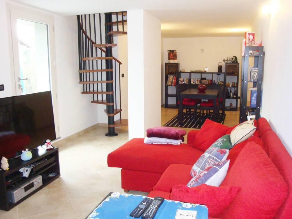 Appartamento in ottime condizioni in affitto Rif. 8815472