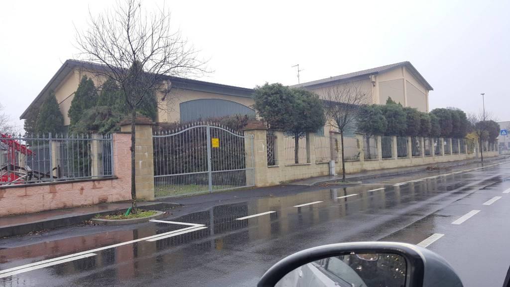 Capannone in vendita a Sant'Alessio con Vialone, 6 locali, Trattative riservate | CambioCasa.it