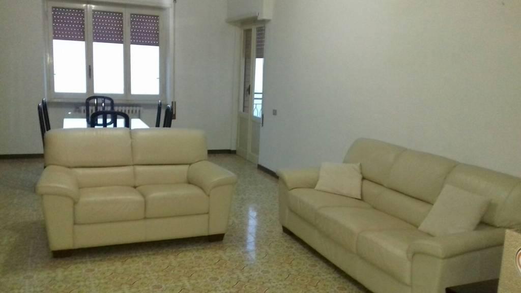 Appartamento in buone condizioni in affitto Rif. 8816252