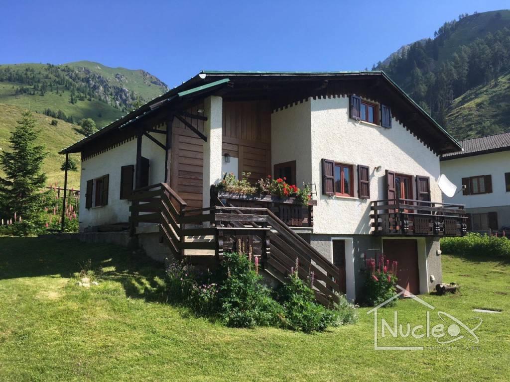 Villa in buone condizioni parzialmente arredato in vendita Rif. 8819230