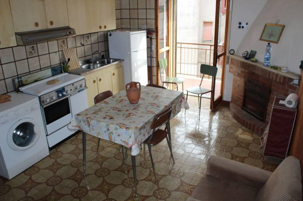 Appartamento in buone condizioni arredato in vendita Rif. 8816927