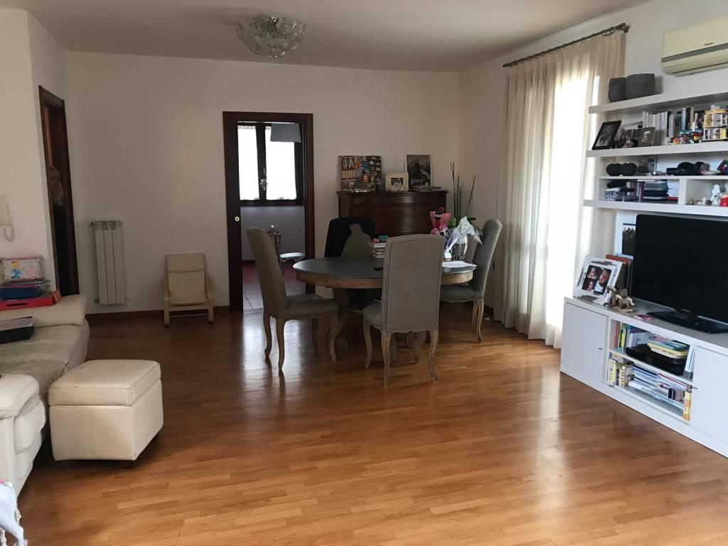 Appartamento in ottime condizioni arredato in vendita Rif. 8814380