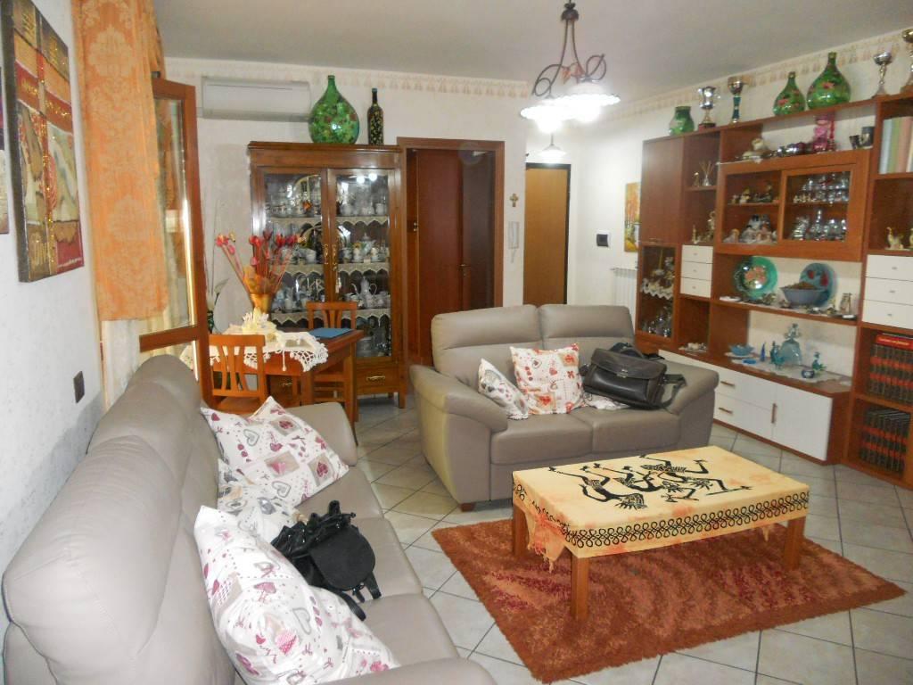 Appartamento in ottime condizioni in affitto Rif. 8816463