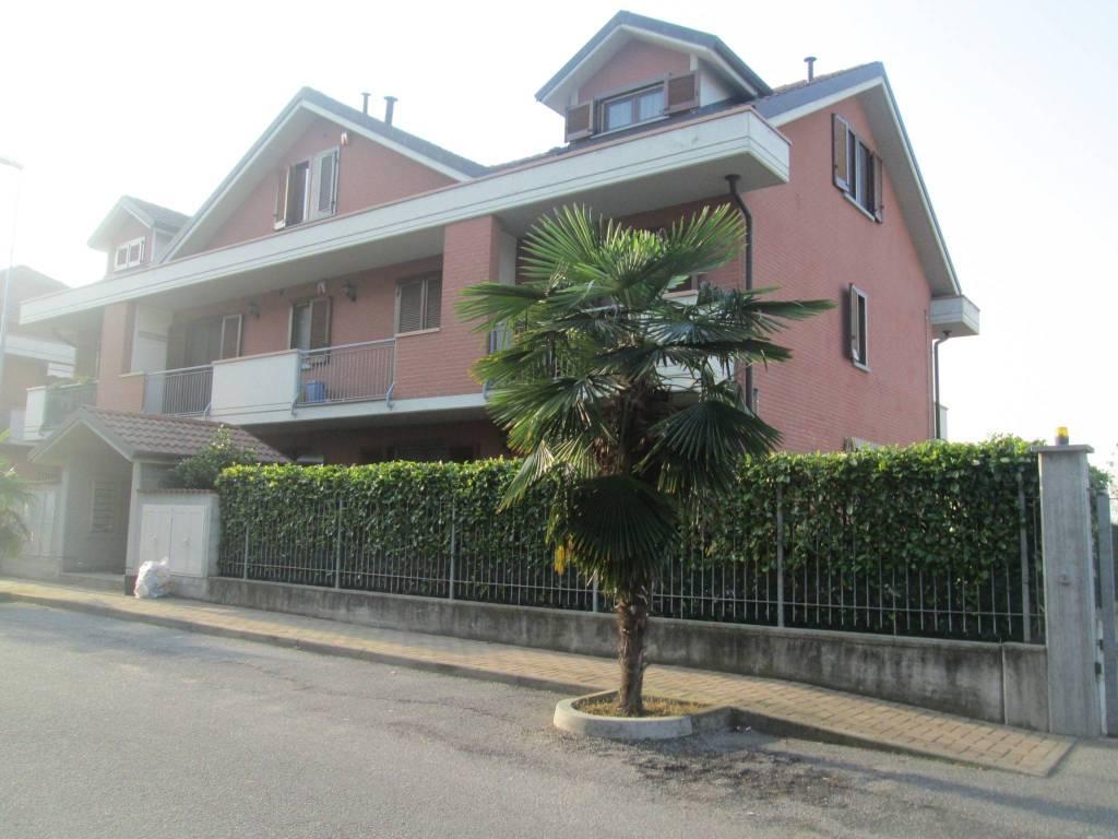Appartamento in buone condizioni in affitto Rif. 9177563