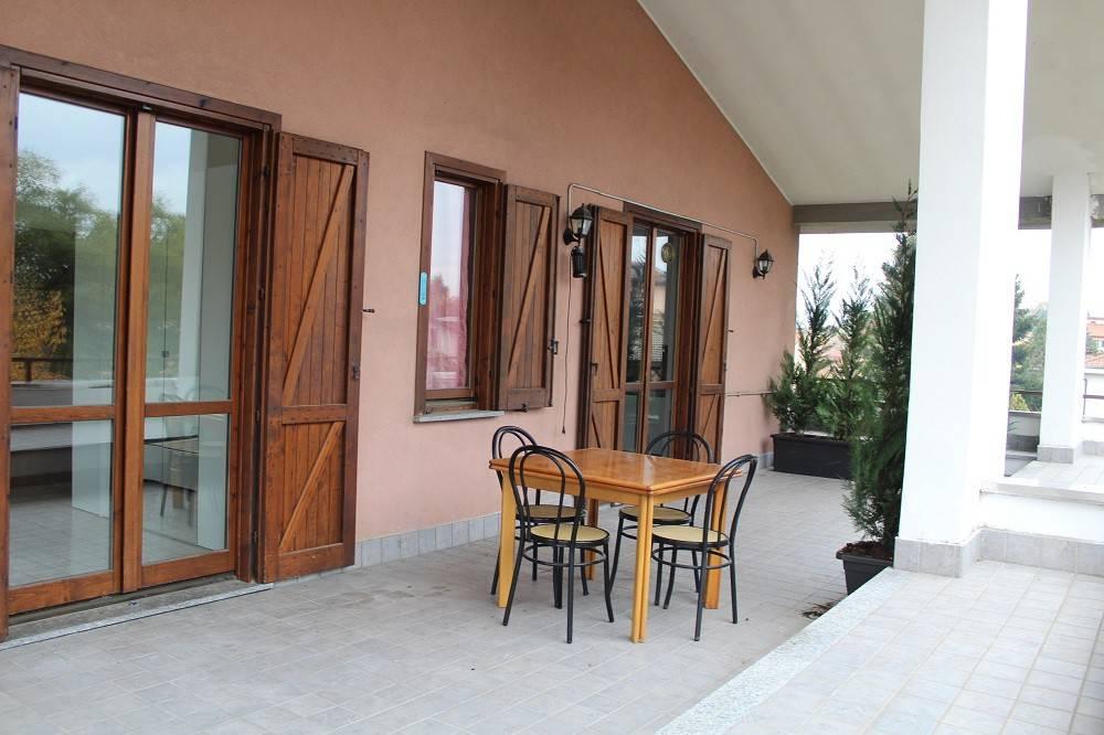 Appartamento in buone condizioni arredato in vendita Rif. 8829640