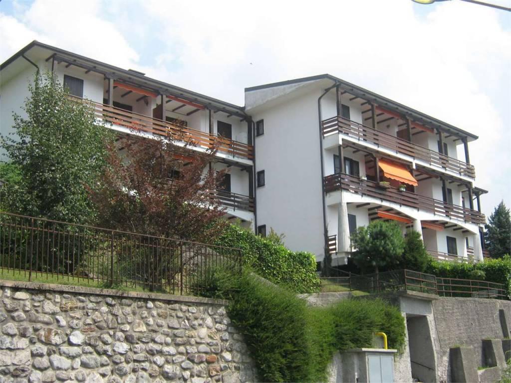 Appartamento in buone condizioni arredato in vendita Rif. 7539974