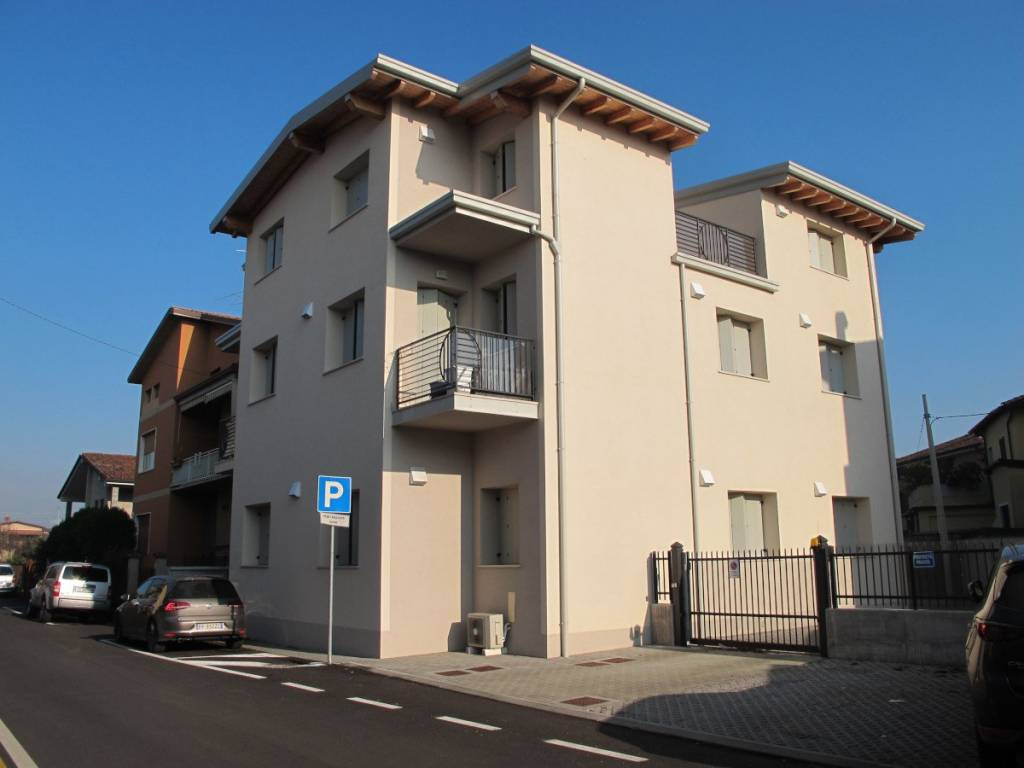 Appartamento in ottime condizioni parzialmente arredato in affitto Rif. 8830753