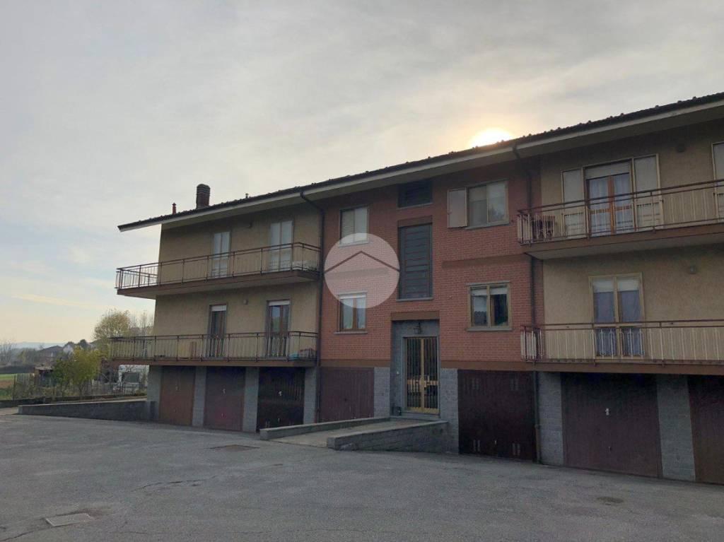 Appartamento in buone condizioni parzialmente arredato in affitto Rif. 8832386