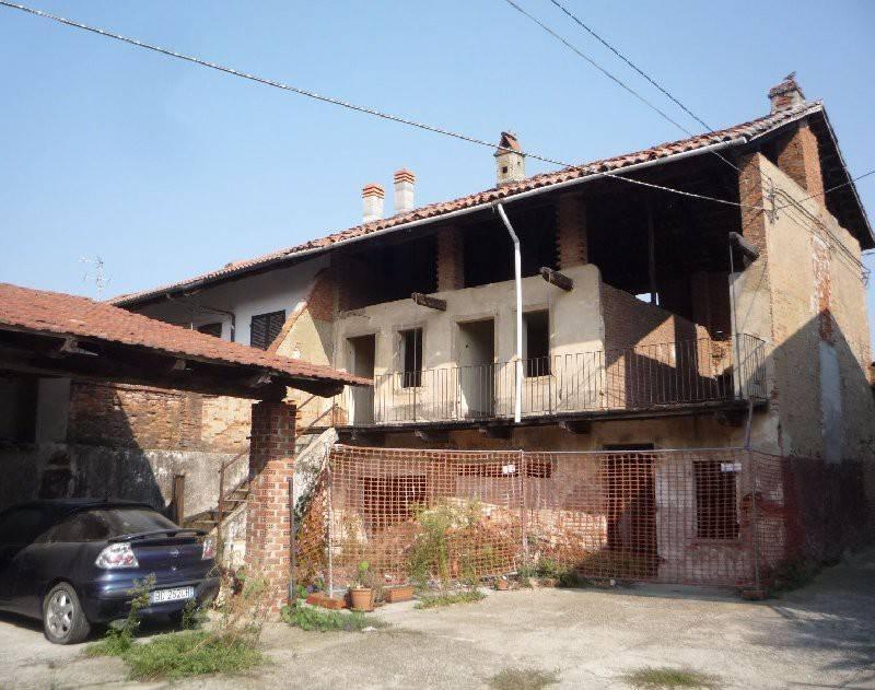 Soluzione Indipendente in vendita a Caluso, 6 locali, prezzo € 32.000 | CambioCasa.it