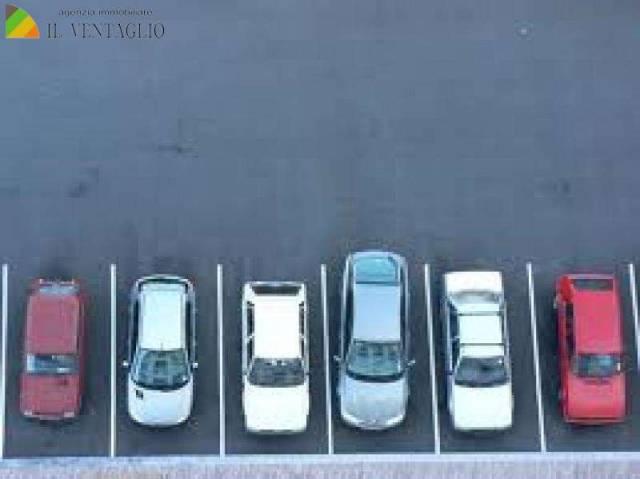 box auto - posto auto modena vendita  madonnina  ag. imm. il ventaglio