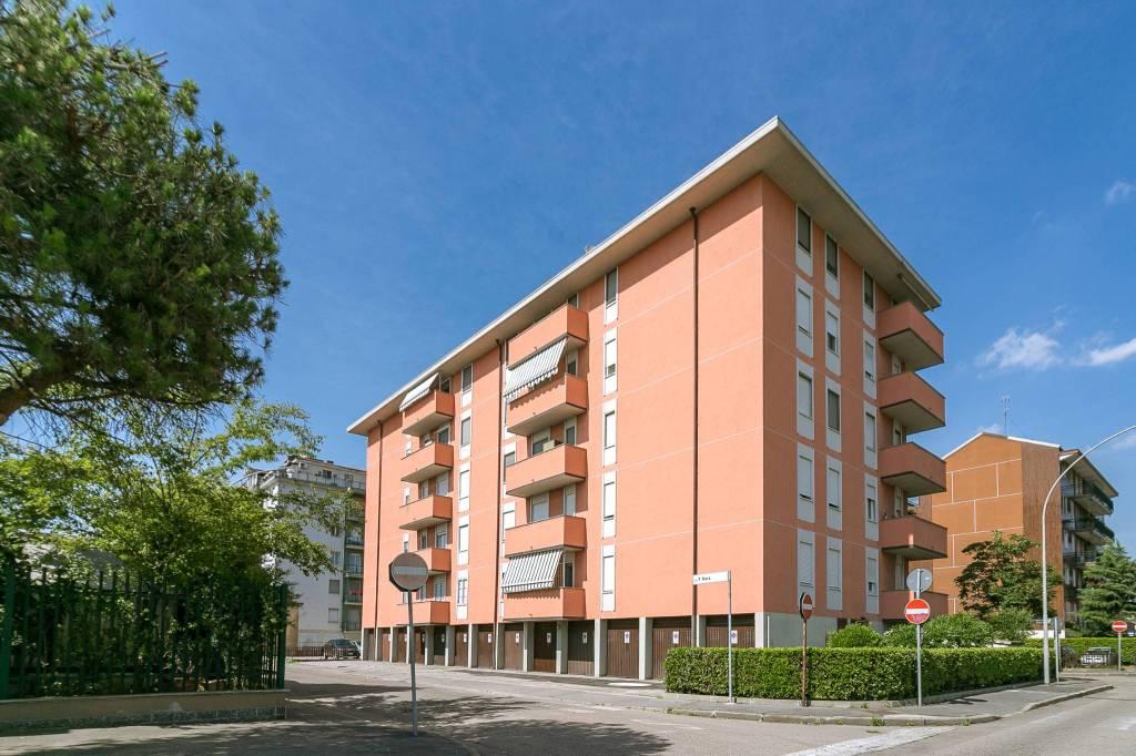 Appartamento in buone condizioni in vendita Rif. 8829860