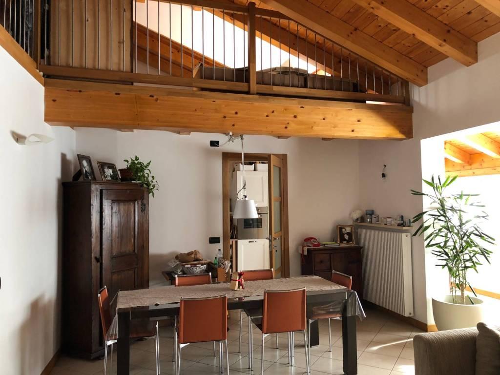 Appartamento in ottime condizioni parzialmente arredato in affitto Rif. 9303047