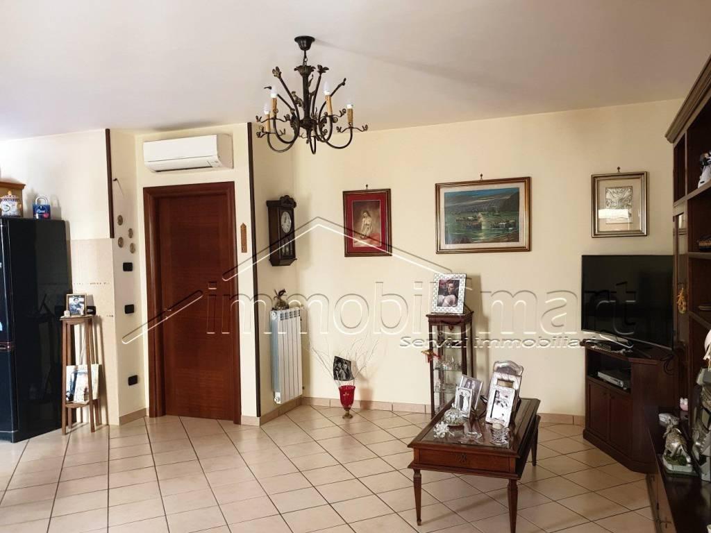 Appartamento in ottime condizioni in vendita Rif. 8834007
